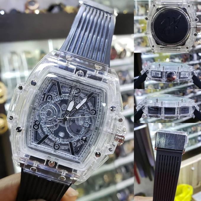 Hublot wristwatch b :- Material: rubber and Glass. Tr...