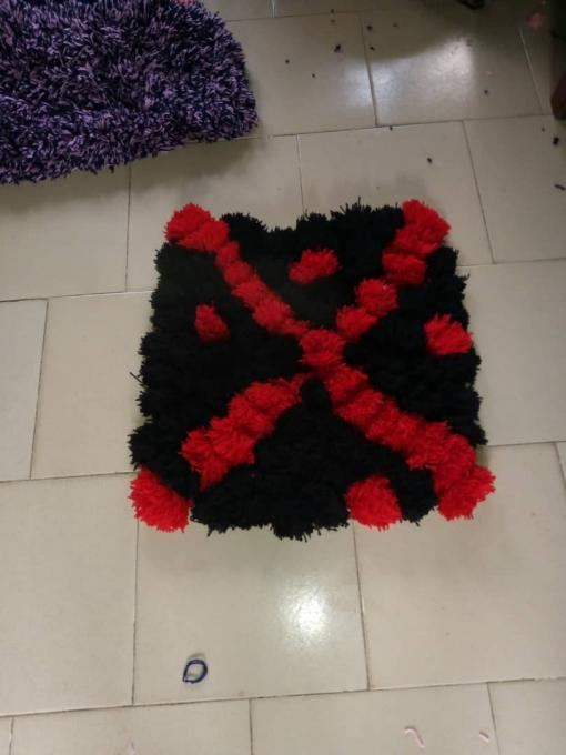 Pompom foot/door mat (red & black) - Color: red and black