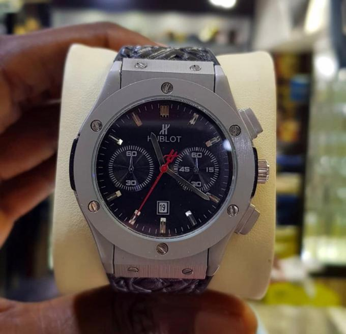 Hublot wristwatch :- Material: metal