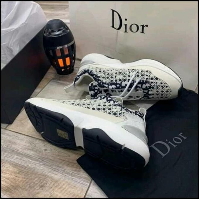 Strip black Men's doir sneakers :- Strip Men's doir sneakers,size...