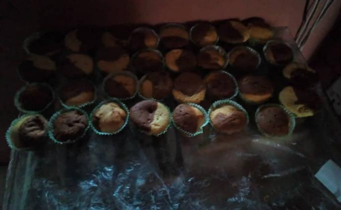 30 pieces of cupcakes - Cup cakes( For any design of c...