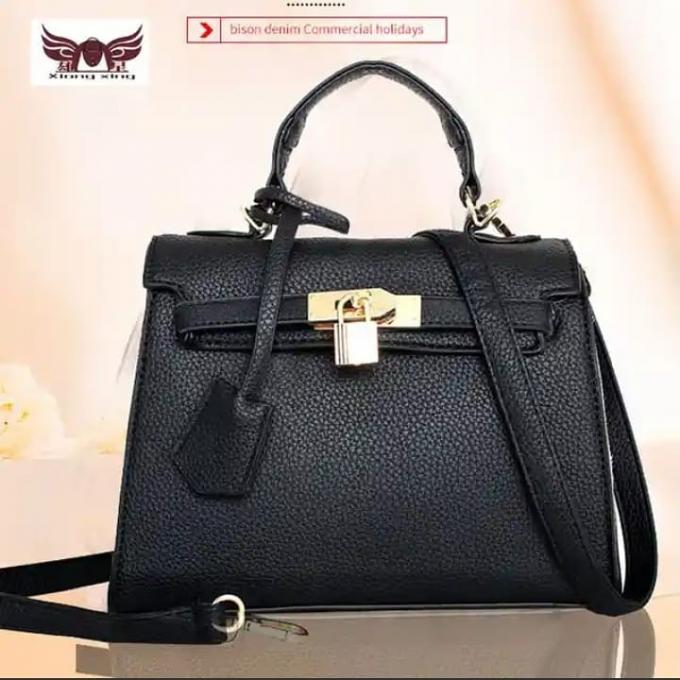 Classic Black Handbag (female) - color: black