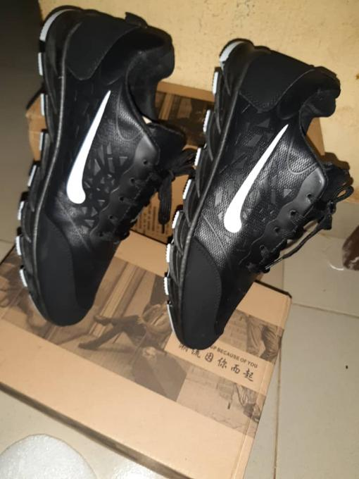 Nike Air Max i :- color: Black, Type: Nike air m...