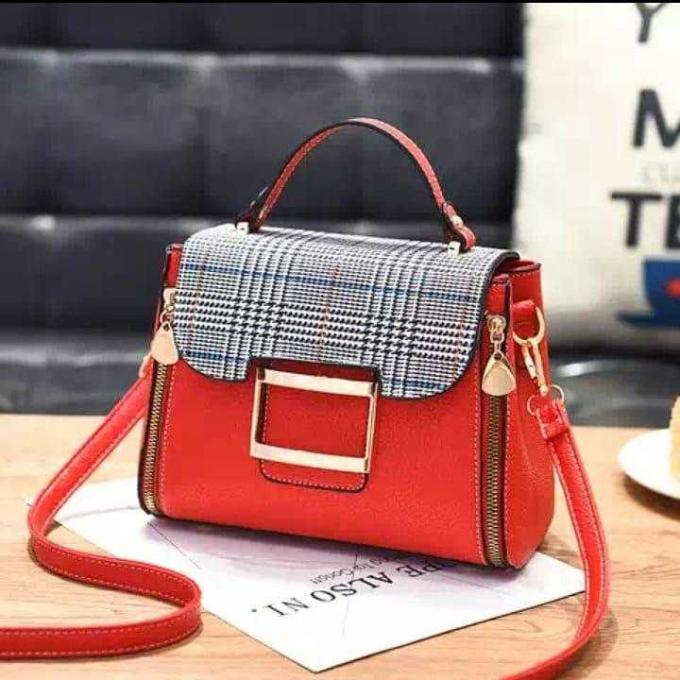 Classic  red Handbag (female) - color: Red