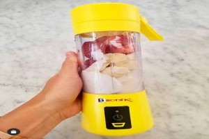 Sonik Japan rechargeable juicer/smoothie maker - It's portable and durable